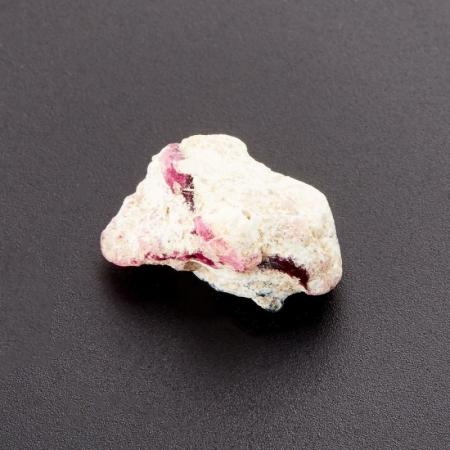 Кристалл в породе биксбит  XXS