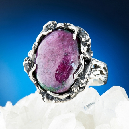 Кольцо корунд (рубин в цоизите)  (серебро 925 пр.) размер 18
