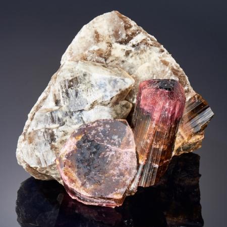 Кристаллы в породе турмалин полихромный с кварцем  M