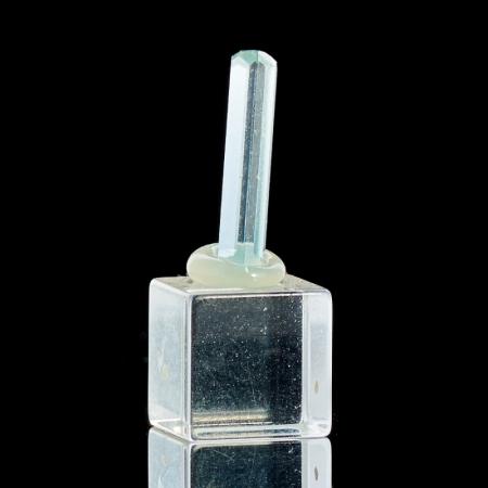 Кристалл аквамарин на подставке  XXS