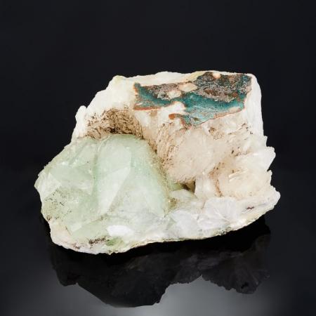 Кристалл в породе апофиллит  S