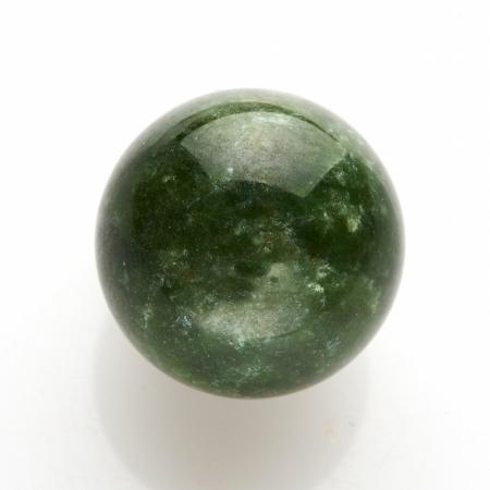 Шар нефрит зеленый  2 см