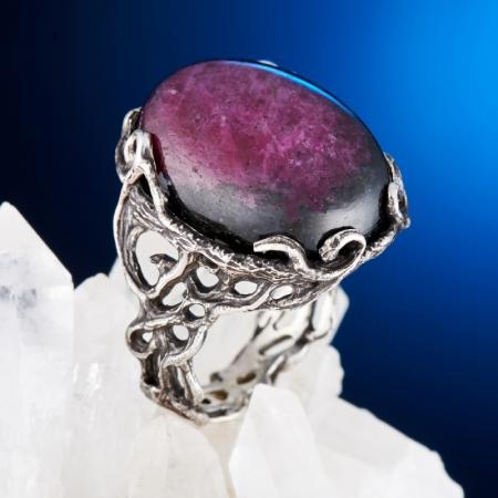 Кольцо корунд (рубин в цоизите)  (серебро 925 пр.) размер 17,5