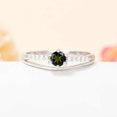 Кольцо турмалин зеленый  огранка (серебро 925 пр.) размер 17,5
