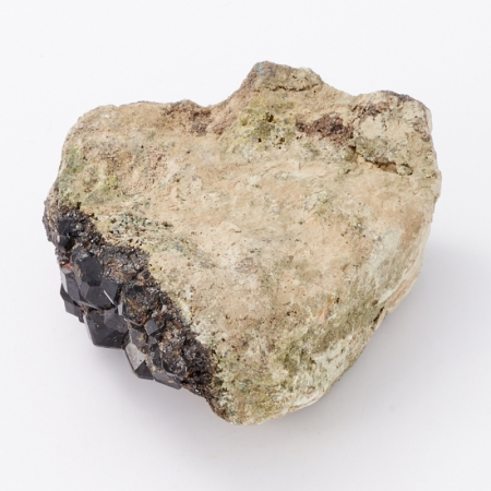 Кристалл в породе гранат меланит  S