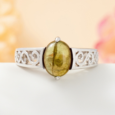 Кольцо турмалин зеленый  (серебро 925 пр.) размер 19