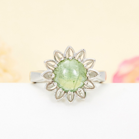 Кольцо турмалин зеленый  (серебро 925 пр.) размер 17,5