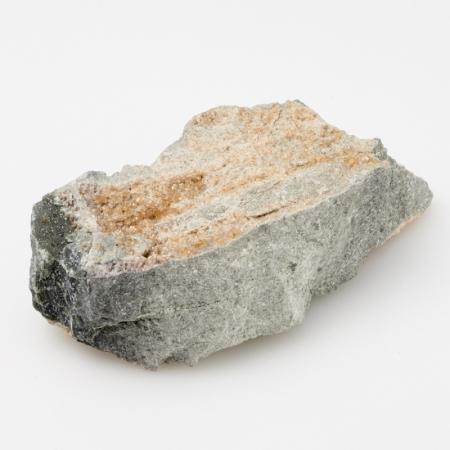Кристалл в породе гранат гроссуляр  S