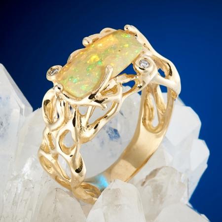 Кольцо опал благородный желтый  (золото 585 пр.) размер 17