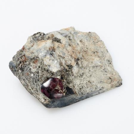 Кристалл в породе гранат альмандин  S