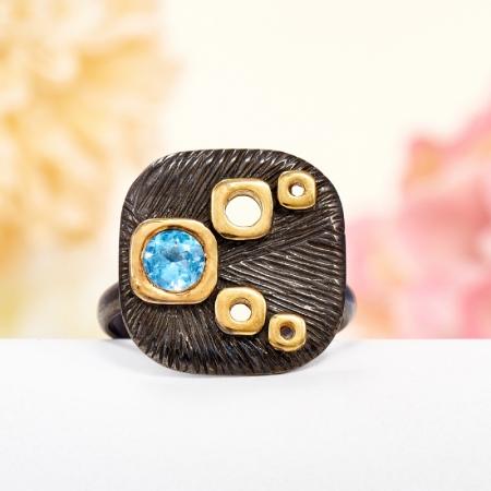 Кольцо топаз голубой  огранка (серебро 925 пр., позолота) размер 19