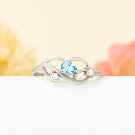 Кольцо топаз голубой  огранка (серебро 925 пр.) размер 18,5Топаз<br>Кольцо топаз голубой  огранка (серебро 925 пр.) размер 18,5<br><br>kit: None