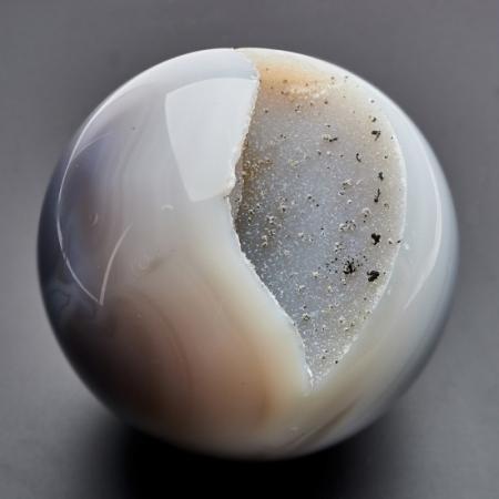 Уникальный шар жеода агат серый  8,5 см