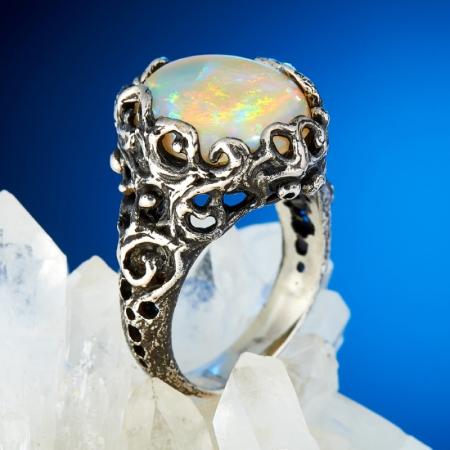 Кольцо опал благородный белый  (серебро 925 пр., позолота) размер 16,5