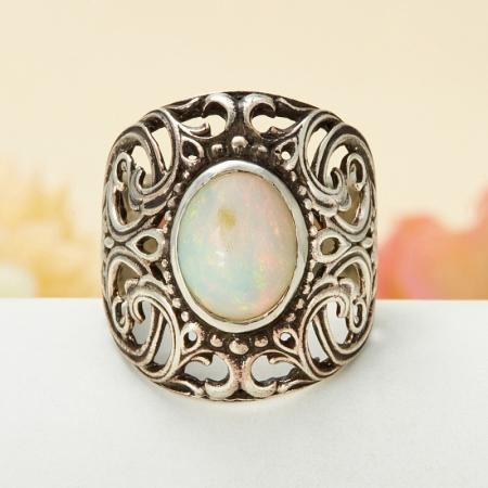 Кольцо опал благородный белый  (серебро 925 пр.) размер 19