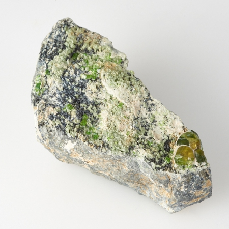 Кристалл в породе гранат демантоид  S
