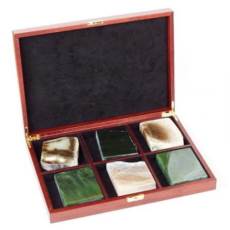 Набор образцов Нефрит в красном деревеКоллекции из камней<br>Набор образцов Нефрит в красном дереве<br><br>kit: None