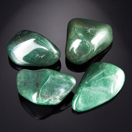 Авантюрин зеленый тёмный  (2,5-3 см) 1 шт