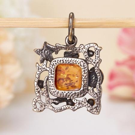 Кулон янтарь  (серебро 925 пр., позолота, чернение)