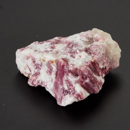 Кристалл в породе турмалин розовый (рубеллит)  S 20х45х55 мм
