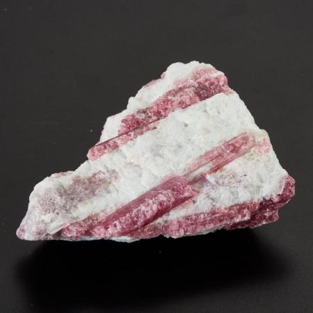 Кристалл в породе турмалин розовый (рубеллит)  S 20х45х60 мм