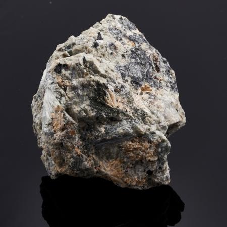 Образец титанит (сфен), пектолит, эгирин, микроклин  S 34х56х69 мм