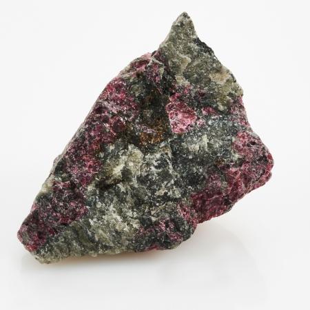Образец эвдиалит  S 23х34х52 мм от Mineralmarket