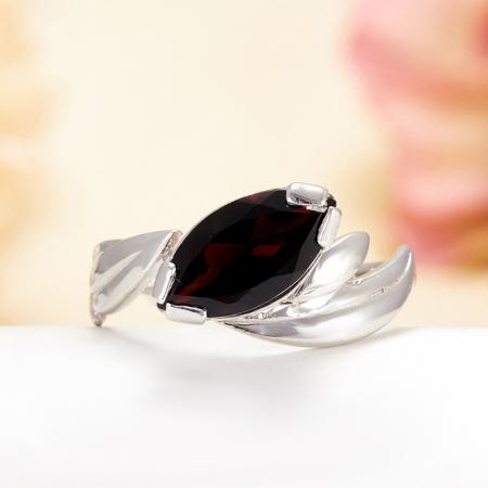 Кольцо гранат  огранка (серебро 925 пр.) размер 17,5